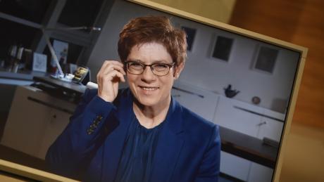 """Annegret Kramp-Karrenbauer zu Gast bei """"Augsburger Allgemeine Live""""."""