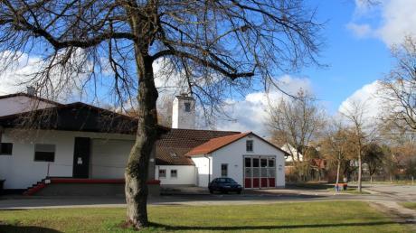 Die Freiwillige Feuerwehr Ottmaring erhält sechs neue Parkplätze auf dem Grünbereich gegenüber dem Feuerwehrhaus.