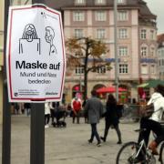 Eine Maskenpflicht gilt in der Augsburger Innenstadt - aber auch in vielen anderen Straßen.