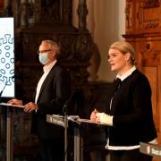 Die Stadt Augsburg hat auf einer Pressekonferenz am Dienstag weitere Maßnahmen verkündet, um das Corona-Infektionsgeschehen einzudämmen.