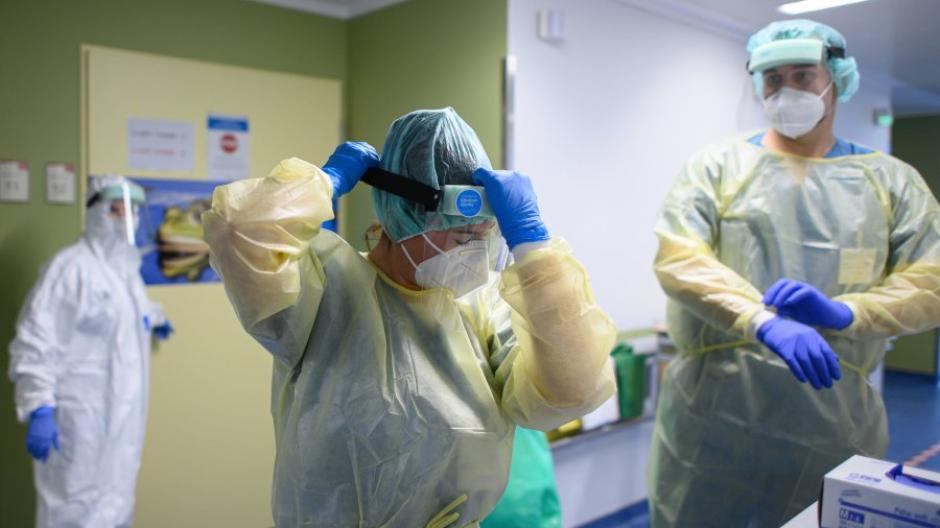 Viele Ärzte und Pflegekräfte in den Kliniken arbeiten längst an ihrer Belastungsgrenze.