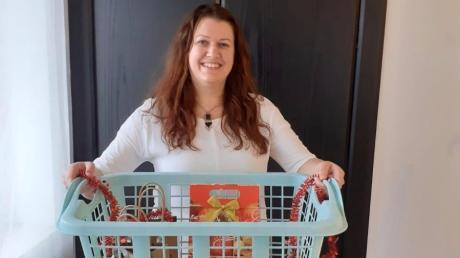 Andrea Schmuttermair findet, die Pflegekräfte am Uniklinikum in Augsburg haben sich zu Weihnachten ein Wichtelgeschenk verdient. Deshalb sammelt sie.