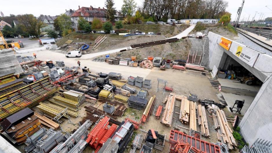 Womöglich erst ab 2026 wird das westliche Tor des Bahnhofstunnels von Straßenbahnen durchfahren werden.