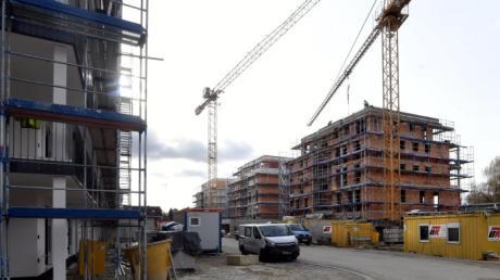 Im Sailer-Areal in Neusäß entstehen derzeit Hunderte von Wohnungen. Doch das klappt nicht überall. Manchmal bleiben Baulücken. Deshalb will der Stadtrat jetzt eine Bauverpflichtung.