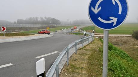 Am Kreisverkehr an der Autobahnausfahrt Adelsried ist es am Mittwoch zu einem Unfall gekommen.