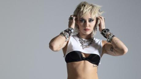 Sieht aus wie Madonna in den 80ern - ist aber Miley Cyrus 2020 mit dem Look zum neuen Album.