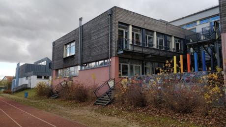 An der Westseite der Grund- und Mittelschule Merching beginnen die Planungen für den Erweiterungsbau.