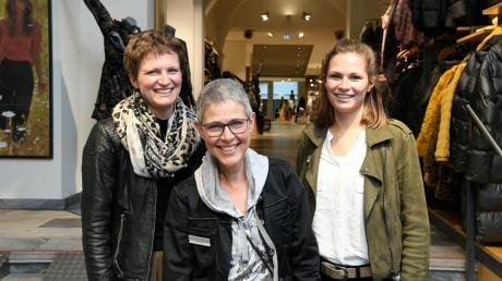 Ein Beispiel für eine gesicherte Nachfolge: Generationswechsel in der Unternehmerfamilie Ganser und ihrem Modehaus Schild in Günzburg. Die Töchter Judith (links) und Hannah (rechts) folgen auf die Generation von Susanne Ganser und werden das Bekleidungsunternehmen in die Zukunft führen.
