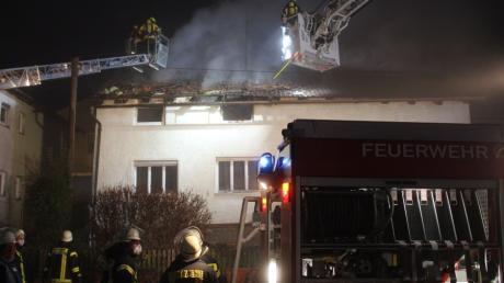 Wohl völlig zerstört wurde dieses Wohnhaus in Rögling durch einen Brand.