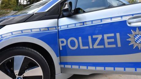 Die Polizei sucht einen flüchtigen Unfallfahrer.