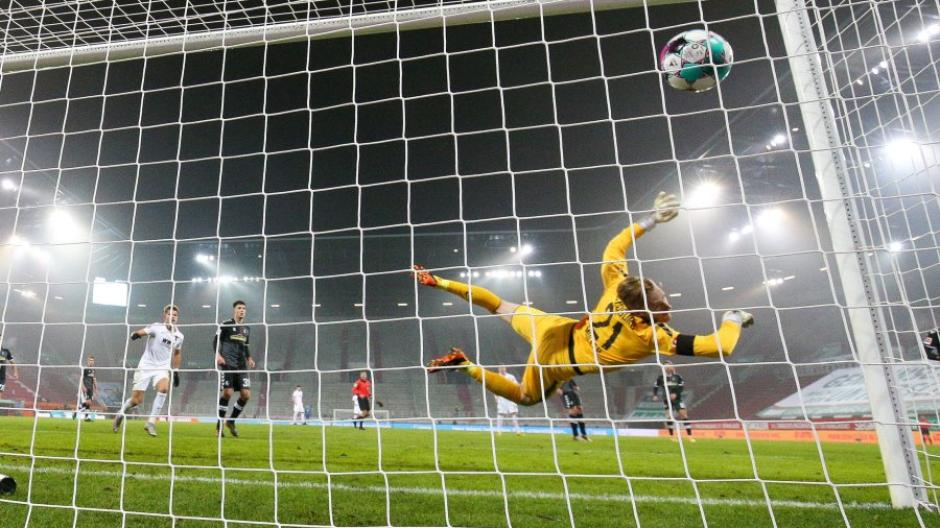 Freiburgs Torhüter Florian Mueller war beim 1:1-Ausgleich machtlos.
