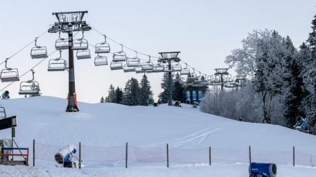 In Jungholz in Tirol sollen die Lifte bald wieder Skifahrer aufnehmen.