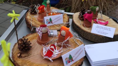Die Kinder der Nachmittagsbetreuung haben mit viel Liebe Krippen auf einer Holzscheibe für Senioren gebastelt.