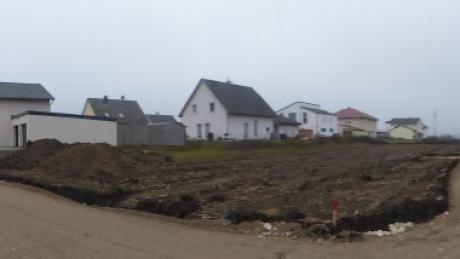 Im Baugebiet Vogtgarten III waren jüngst erste Arbeiten zu beobachten, doch nun ruht das Gelände, das sich laut Bodengutachten zunächst verfestigen muss.