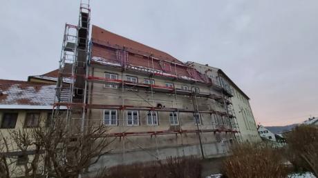 Viel Geld gibt es für die Sanierung des Mansardengebäudes in Emersacker.