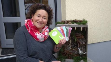 Mit ihren Adventsbüchlein gibt Autorin Barbara Fendt ihren Lesern eine kleine Anleitung in die Hand, die sie nicht nur in weihnachtliche Stimmung bringt, sondern auch zum Nachdenken bringt.
