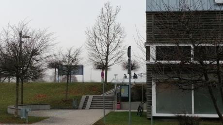 An der Paartalhalle in Kissing wird künftig auch die neue Kindertagesstätte gebaut werden.