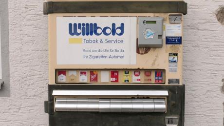 Im Bofzheimer Weiher in Karlskron ist ein versenkter Zigarettenautomat entdeckt worden.