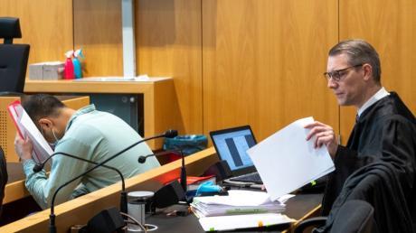 Rechtsanwalt Jörg Seubert (rechts) vertritt den Angeklagten. Der hat ein Teilgeständnis abgelegt, bestreitet aber, dass er jemanden töten wollte.