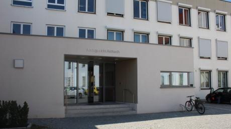 Wegen eines Sportboots stand jetzt ein Paar aus dem Landkreis Aichach-Friedberg in Aichach vor Gericht.