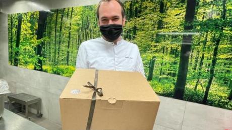 Stefan Fuß vom Goldenen Stern in Friedberg-Rohrbach hat Menü-Boxen für Firmen entwickelt, die diese an ihre Mitarbeiter verteilen können.