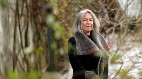 Die 77-jährige Dichterin Louise Glück aus New York lebte bislang abseits der Öffentlichkeit - bis sie 2020 mit dem Literaturnobelpreis ausgezeichnet wurde.