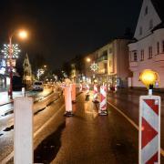 Weil der Kreis Augsburg als Corona-Hotspot gilt, herrscht zwischen 21 und 5 Uhr Ausgangssperre. In der ersten Nacht der neuen Regeln sind die Straßen gespenstisch leer.
