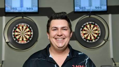 Jimmy Ehrlich ist der Kapitän des Rettenbacher Dartsvereins. Mit seiner Mannschaft möchte er ungeschlagen Meister werden.