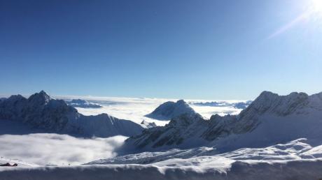 Der Dinkeöscherber Alexander Gilg isz einer der ganz wenigen, die zur Zeit die Aussicht auf Deutschlands höchstem Berg genießen können.