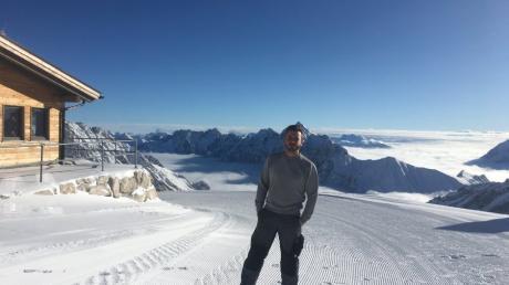 Der Dinkelscherber Alexander Gilg ist einer der ganz wenigen, die zurzeit die Aussicht auf Deutschlands höchstem Berg genießen können.