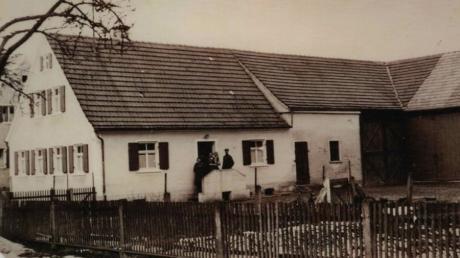 Anton Schröttle kaufte das Grundstück mit der Hausnummer 99, heute Hauptstraße 10, und baute eben dort im Jahr 1935 ein Haus.
