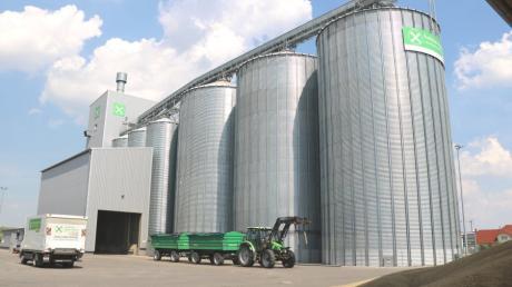 An die Kapazitätsgrenze ist die noch ziemlich neue Getreide-Siloanlage vom Raiffeisen-Agrar-Zentrum Lech-Paar in Motzenhofen Hollenbach angelangt.