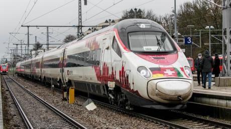 Seit Dezember fahren die Intercitys zwischen München und Zürich elektrisch durchs Allgäu. Um die künftigen Regionalzüge gibt es jetzt einen handfesten Krach.