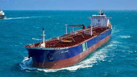 """An Bord des Öltankers """"BWRhine"""" ist es am Hafen von Dschiddah in Saudi-Arabien zu einer Explosion und einem Brand gekommen."""