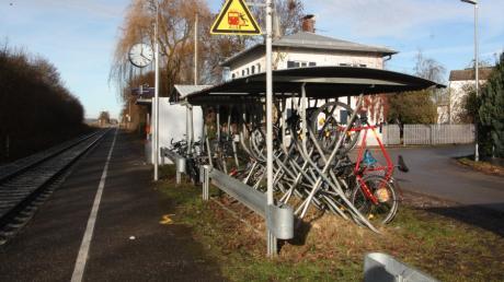 Die Fahrradständer am Oberottmarshauser Bahnhof sollen durch eine moderne Einrichtung ersetzt werden.