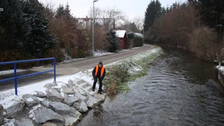 Die Singold fließt mitten durch Großaitingen. Deshalb ist dem Bürgermeister Erwin Goßner  der Schutz vor Hochwasser wichtig.