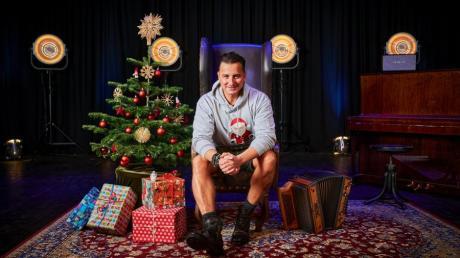 Passend zum Weihnachtalbum in weihnachtliches Ambiente gesetzt, der Volks-Rock'n'Roller Gabalier