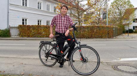 Das Fahrrad ist das Markenzeichen von Scheurings Ortschronisten Josef Neumair.