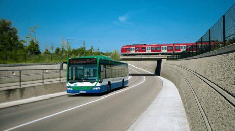 Der Schnellbus Dasing-Pasing kostet Fahrgäste in einer Schnupperwoche kein Geld. Das Foto zeigt einen regulären Bus des MVV, auf der Strecke Pasing-Dasing fahren Doppelstockbusse.