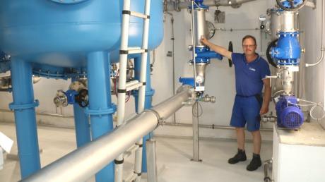 Andreas Berger bei der Trinkwasser-Aufbereitungsanlage, Technischer Betriebsleiter der Lechraingruppe, der in die Inbetriebnahmephase der Anlage bereits voll mit eingebunden war.