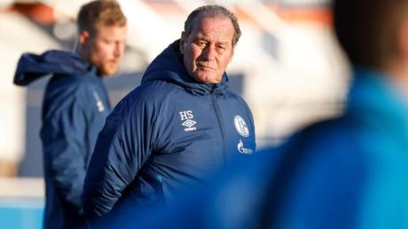 Nach der Trennung von Trainer Manuel Baum steht Huub Stevens auf Schalke im Fokus.
