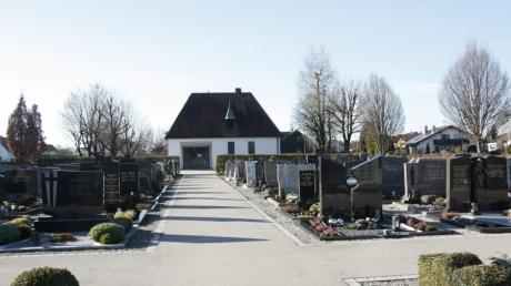 Auf dem Friedhof von Hiltenfingen erhöht die Gemeinde die Gebühren.