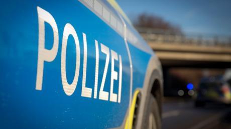 Auf der Straße in Richtung B2 sind bei Biberbach zwei Autos zusammengeprallt.