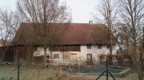 Gemeindeeigene Häuser sollen für die neue Gestaltung der Dorfmitte in Mittelneufnach abgerissen werden.