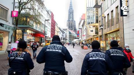 Die Polizei kontrollierte in Ulm Personen, die sich nicht an die Maskenpflicht hielten.