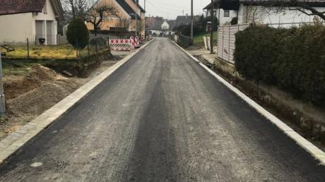 Bis Weihnachten waren außer der Talstraße auch Teile der Ganghoferstraße geteert.