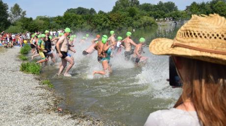 Nach dem Ausfall in diesem Jahr aufgrund der Corona-Pandemie sollen sich am 11. Juli 2021 die Triathleten wieder ins Wasser des Rothsees in Zusmarshausen stürzen.