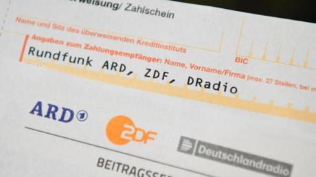Für Haushalte in Deutschland werden vorläufig weiterhin jeden Monat 17,50 Euro Rundfunkbeitrag anfallen.