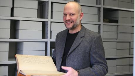 Christoph Lang, seit Herbst 2008 Leiter des Aichacher Stadtmuseums und des Aichacher Stadtarchivs, wird neuer Bezirksheimatpfleger in Schwaben. Anfang Januar tritt der 45-Jährige seine neue Stelle in Augsburg an.