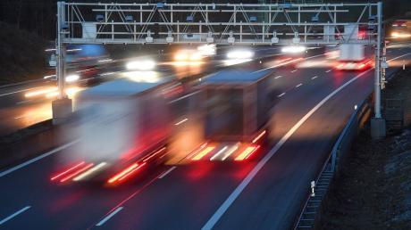 Mit elektronischen Schilderbrücken könnte der Verkehr auf der A8 situativ geregelt werden.